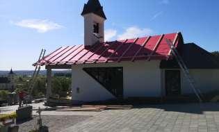 Občina Trnovska vas je obnovila streho na kapeli na pokopališču v Trnovski vasi